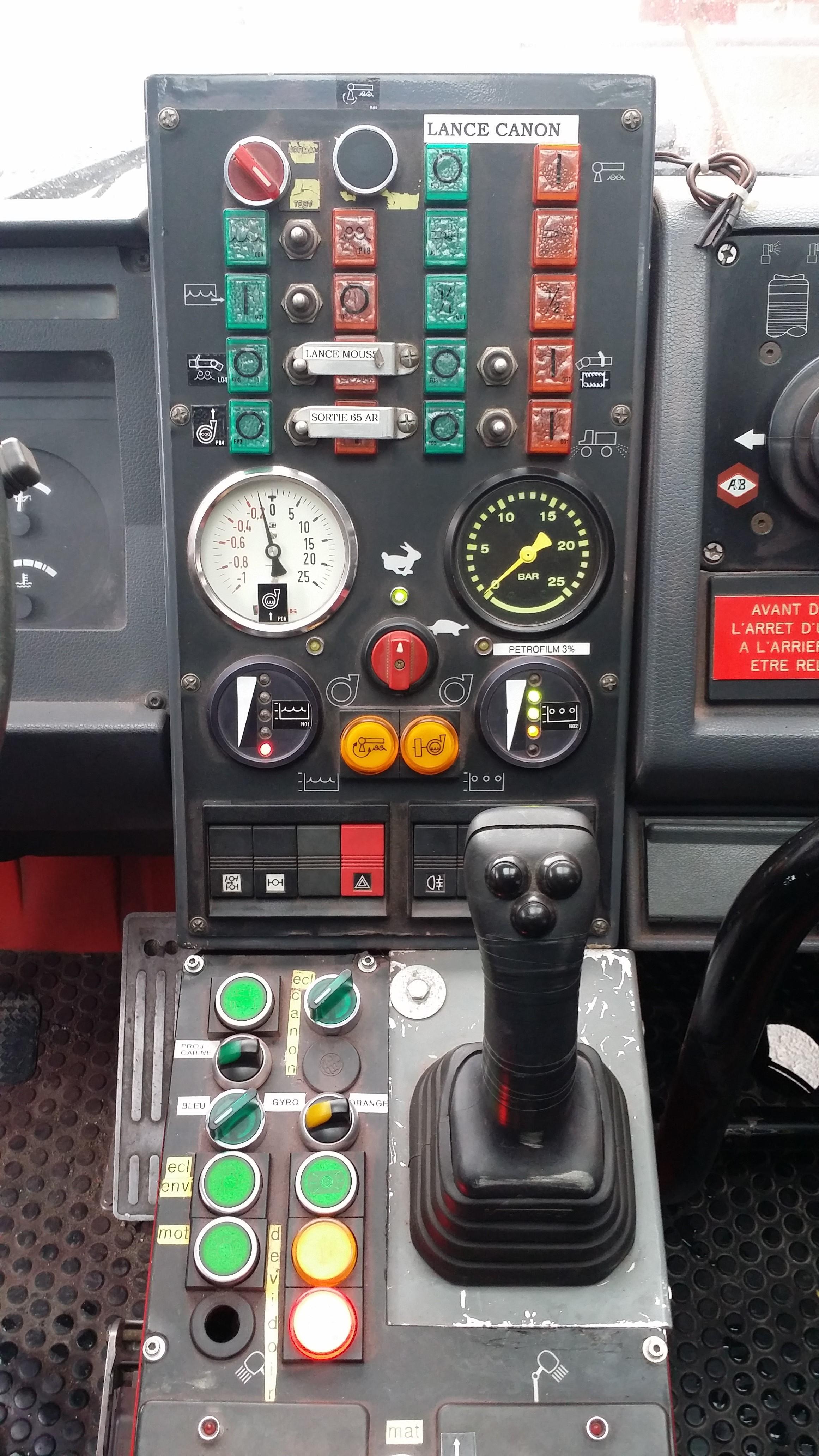 Aircraft Rescue Amp Firefighting V 233 Hicules De Secours Et